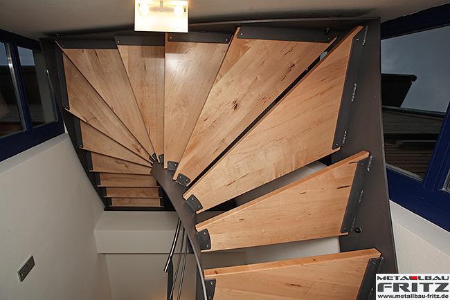 Halbgewendelte Treppe wangentreppe innen 12 13 schlosserei metallbau fritz